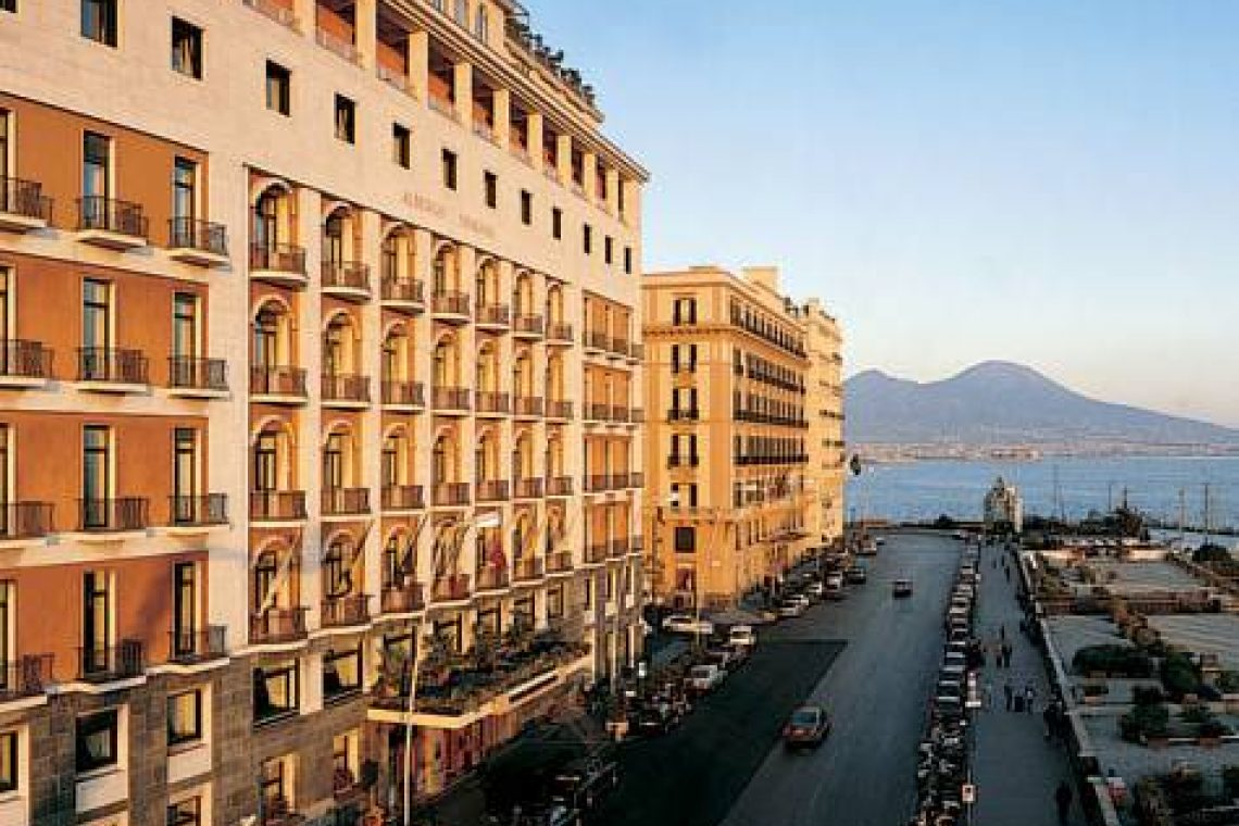 Отель Vesuvio в Неаполе